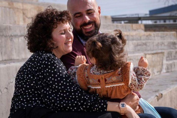 La lucha de los niños con sindrome de Angelman para tener una vida feliz