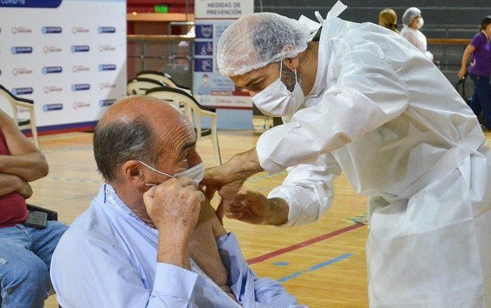 Salud informa cuales son los grupos que deben vacunarse contra el COVID-19