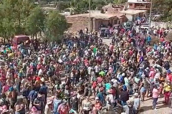 Una multitud festejo el desentierro del Carnaval el Humahuaca pese a la restricciones