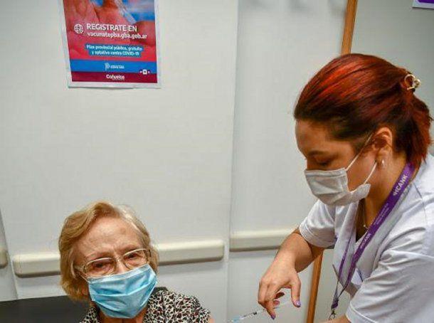 """""""Lo logre"""": el festejo de Elsa Nelida Alonso, la cañuelense de 90 años que se convirtio en vacunada 1 millon"""