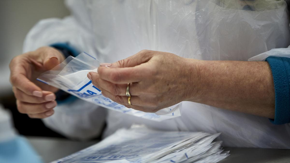 Un prestigioso cientifico español revela que mascarilla usa y no es ni quirurgica ni FFP2