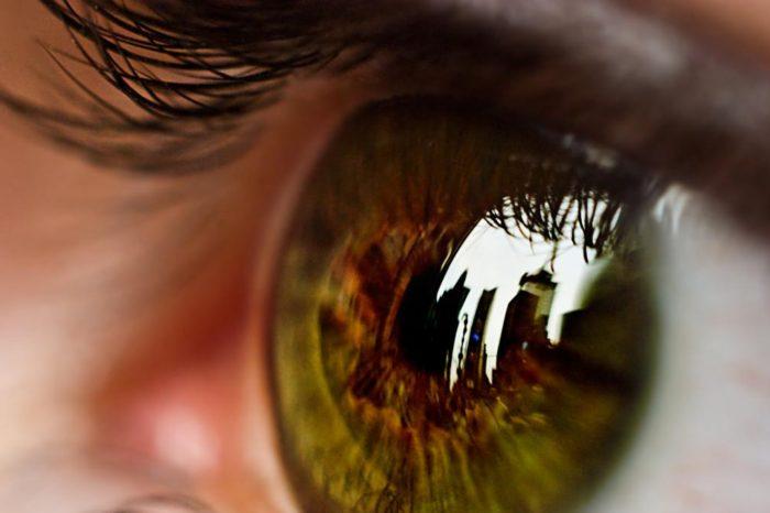 Cinco consejos para superar la fatiga ocular, que se ha disparado en la pandemia