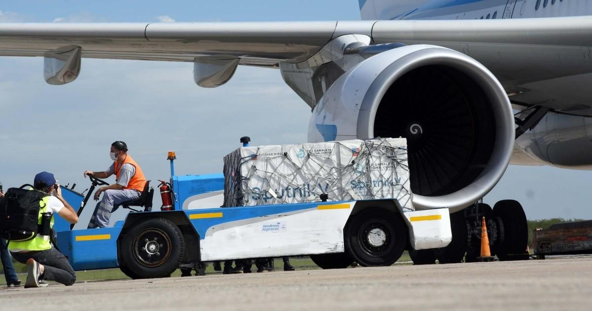 Coronavirus: parte a Moscu el octavo vuelo de Aerolineas para traer vacunas Sputnik V