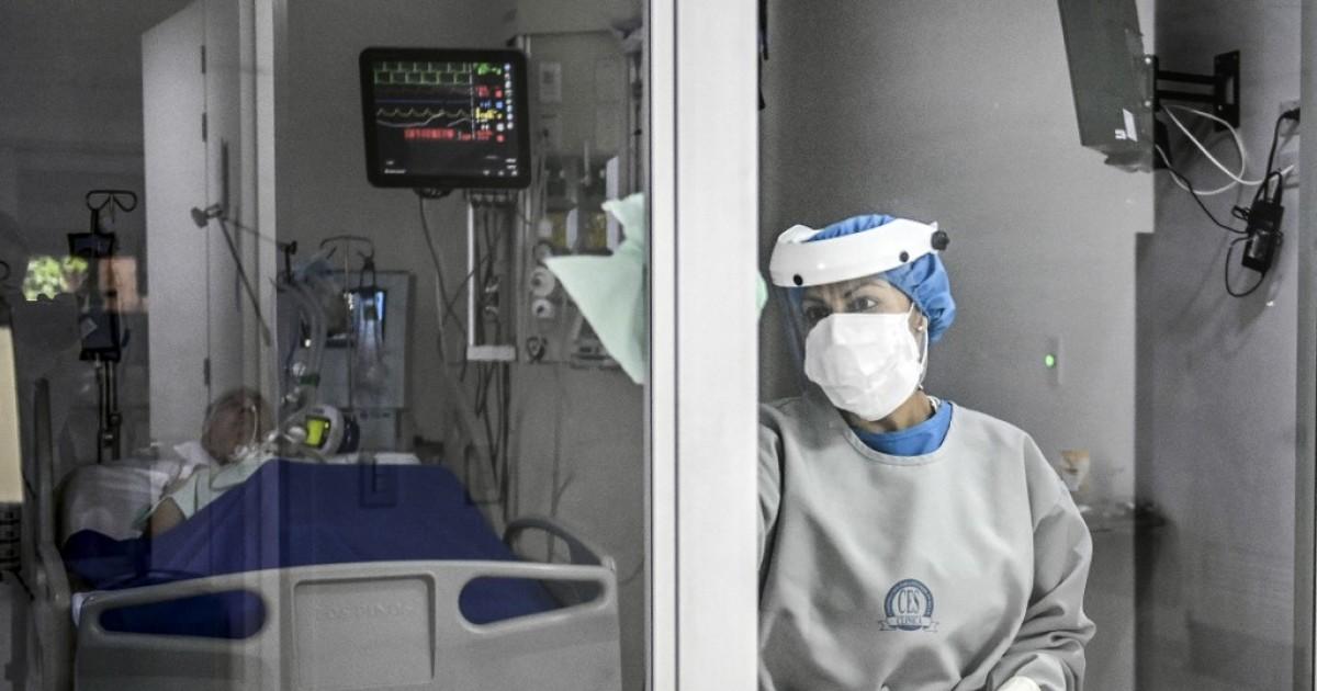 Dos menores de 35 años, sin comorbilidades, entre 120 nuevos fallecidos por coronavirus en Colombia