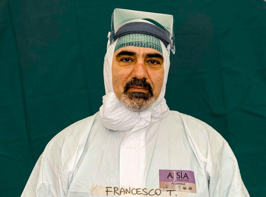 Francesco Tarantini, de 54 años, un enfermero asignado a los centros de emergencia instalados para atender a los pacientes de COVID-19.