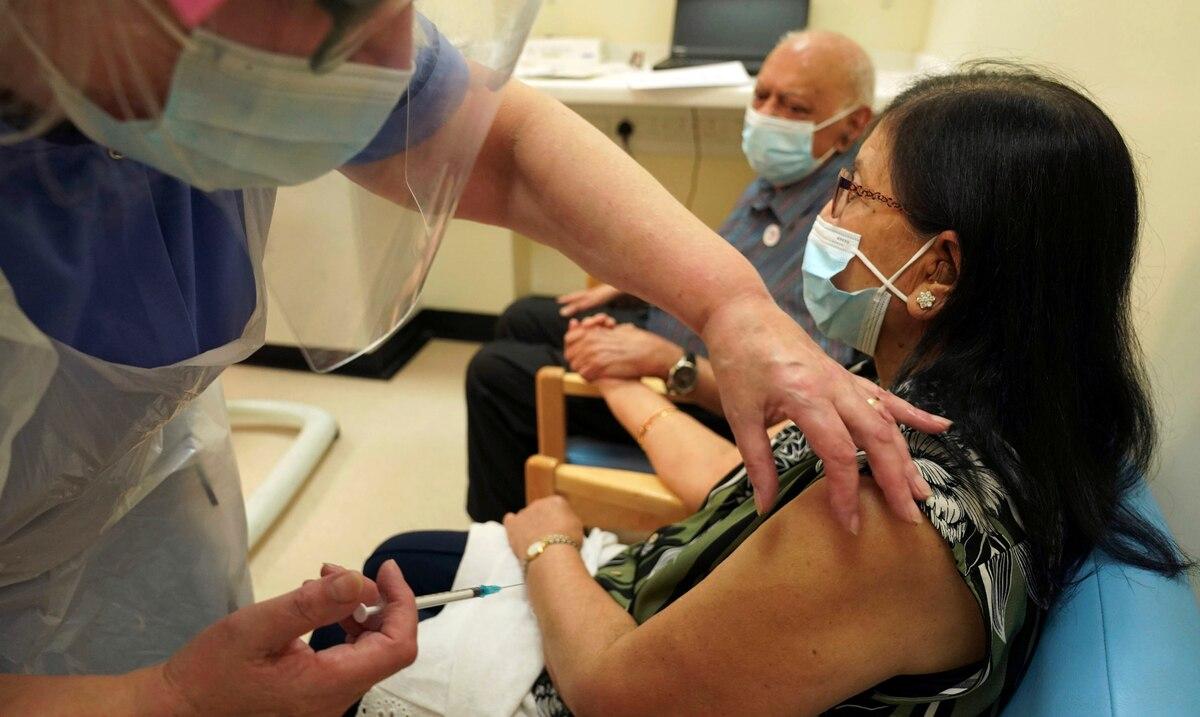 Inglaterra niega que cargamento de vacunas que recibira de India afecte el suplido a paises pobres