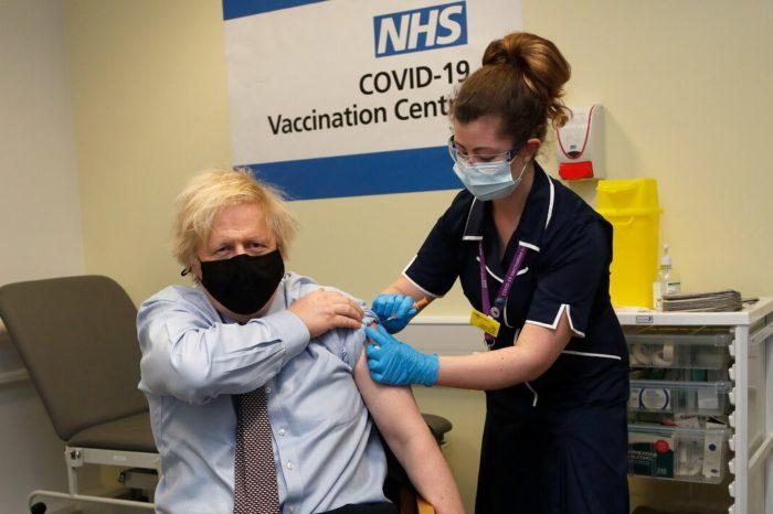 La mitad de los adultos de Inglaterra ha recibido la primera dosis de vacuna contra el COVID-19