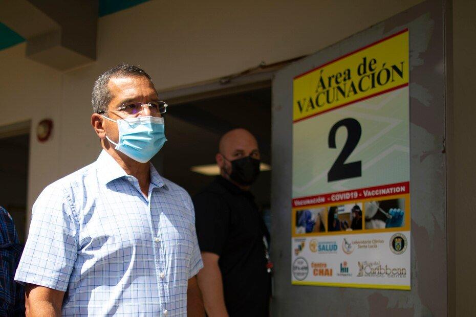 El gobernador Pierluisi llega a la escuela Maria M. Simons de Rivera en Vieques, donde se llevo a cabo la vacunacion.