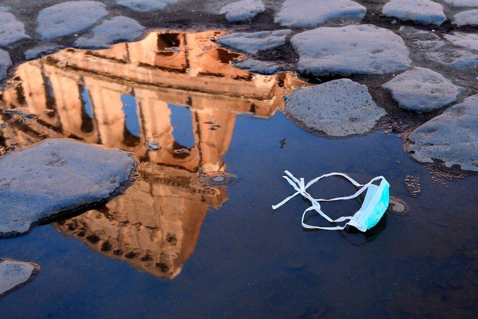 El famoso coliseo romano cerro a los turistas el 8 de marzo de 2020. Italia anuncio una cuarentena radical, provocando el caos en los viajes al restringir los movimientos de una cuarta parte de su poblacion en un intento por detener la implacable marcha del nuevo coronavirus por Europa.