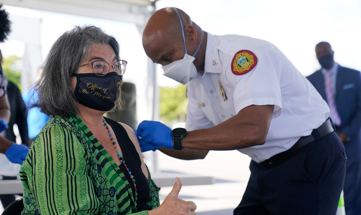 Estados Unidos distribuira esta semana 27 millones de vacunas coronavirus