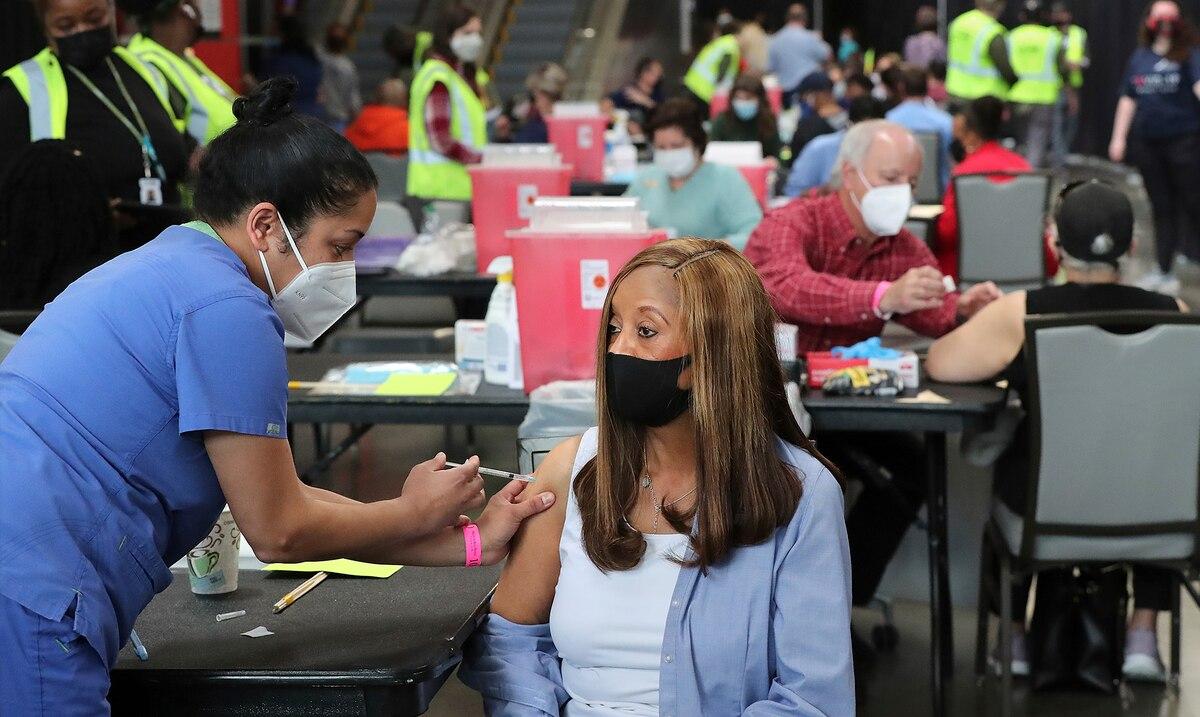 Mejoran en Estados Unidos las perspectivas con vacunacion contra el COVID-19