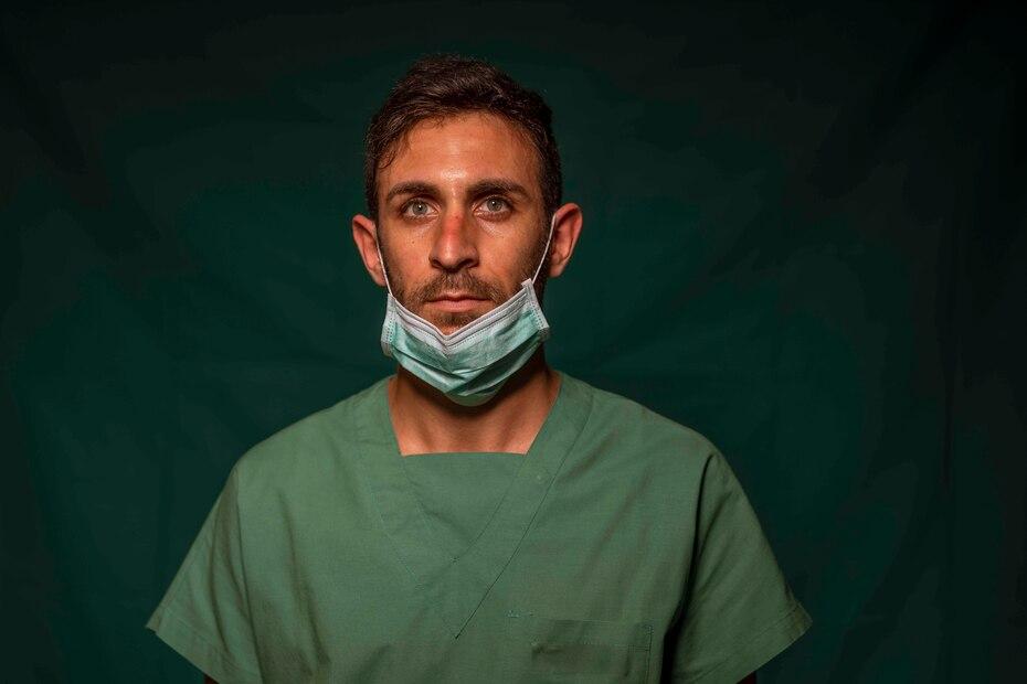 Daniele Rondinella, enfermero de 30 años de la unidad intensiva del COVID 3 Spoke Casalpalocco Clinic en Roma.