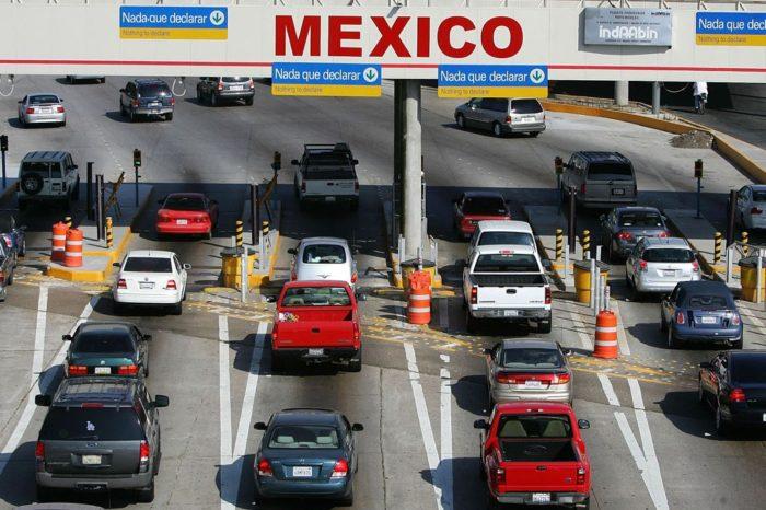 Mexico impone nuevas restricciones en ambas fronteras por la pandemia
