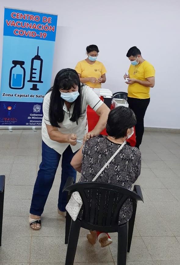 Posadas, Obera y Eldorado continuan con la vacunacion de adultos mayores de 65 años