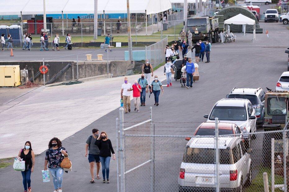 Residentes de Vieques, y grupos de turistas, llegaron temprano a Ceiba para tomar el ferry que los llevaria a la isla municipio.
