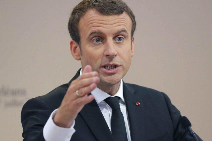 El presidente frances Emmanuel Macron no lamenta negarse a implementar tercer confinamiento