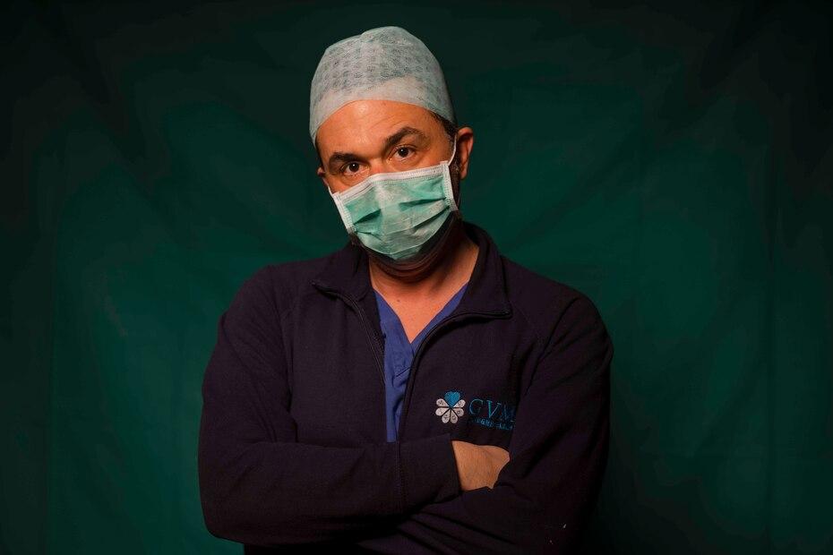 Mirko Perruzza, de 43 años, enfermero del COVID 3 Spoke Casalpalocco Clinic en Roma.