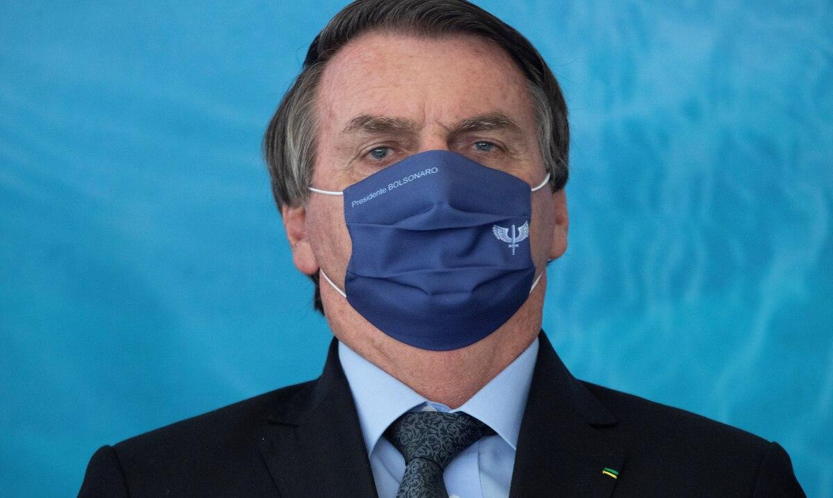 """El presidente de Brasil alega que el confinamiento """"hace a los pobres mas pobres"""""""