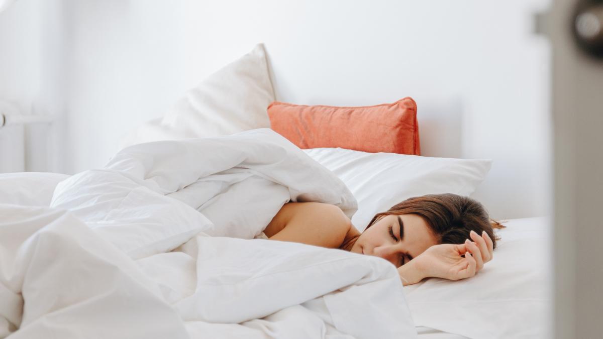 Un estudio relaciona el insomnio o dormir mal con un mayor riesgo a infectarse por covid