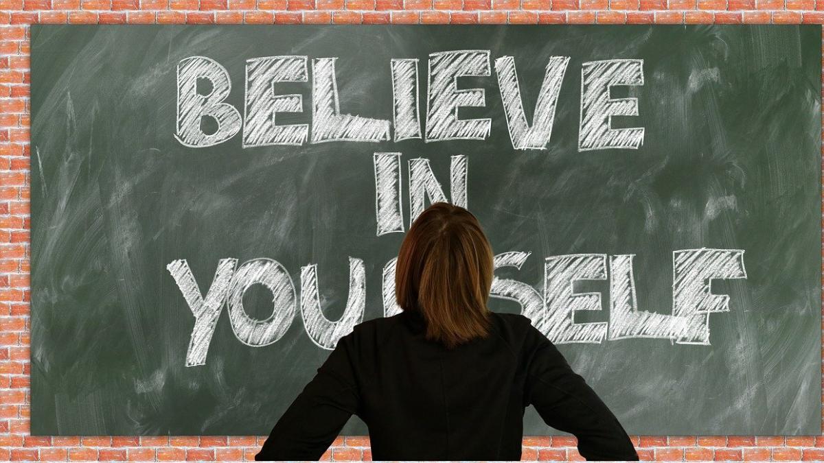 Hablar en positivo, dedicarse los primeros minutos del dia... Consejos para construir una sana autoconfianza