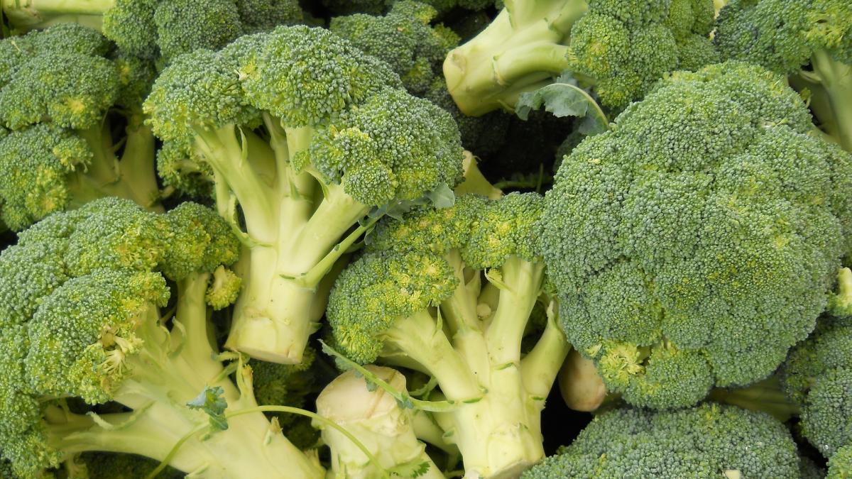 Por que a las pacientes con endometriosis les beneficia comer brocoli