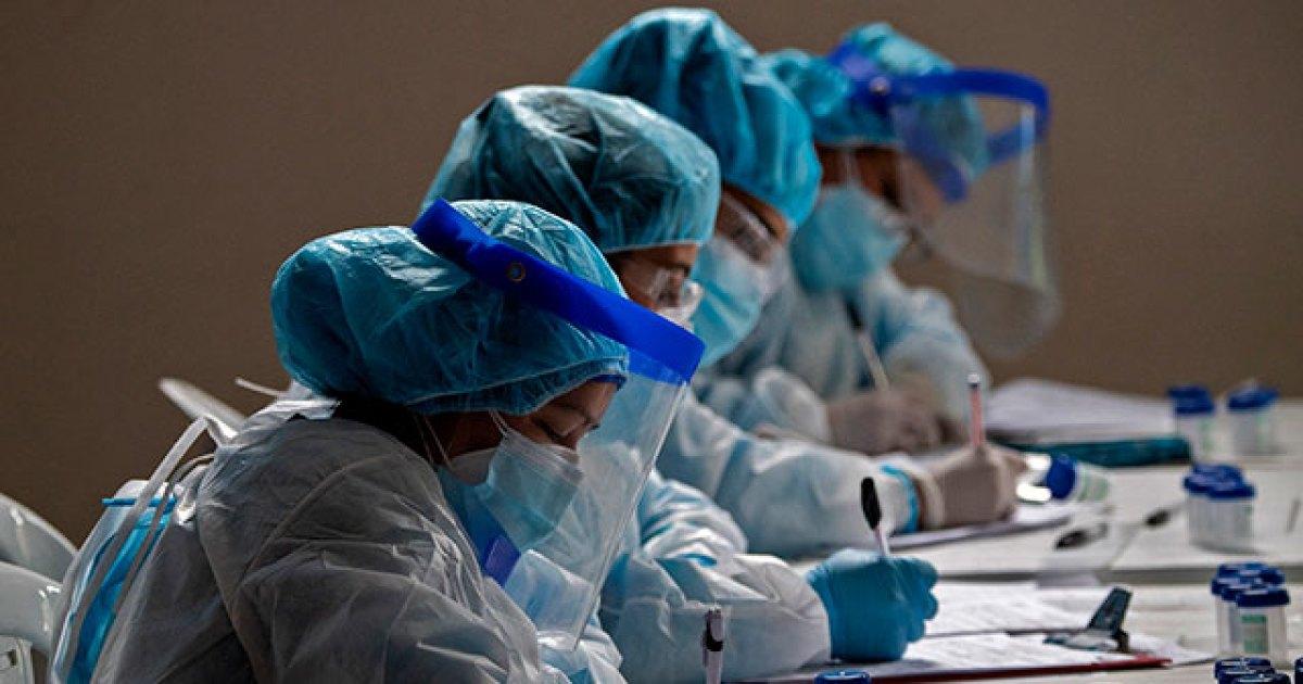 Tres hombres en sus treintas, entre los 138 nuevos fallecidos debido al coronavirus en Colombia