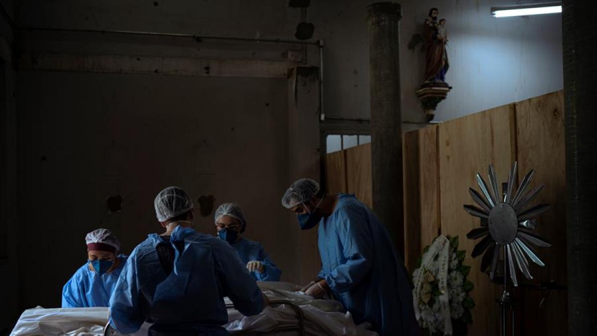 Brasil detecta el SARS-CoV-2 en las encias de pacientes infectados de Covid