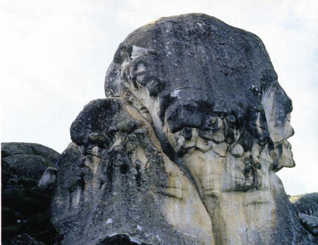 Forma de cabeza humana en Marcahuasi, Lima.