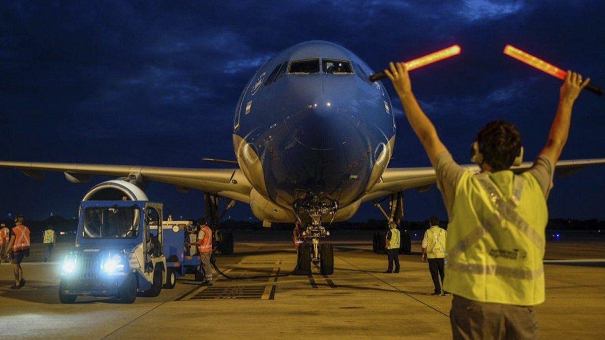 Partio el octavo vuelo de Aerolineas Argentinas a Rusia en busca de mas vacunas Sputnik V