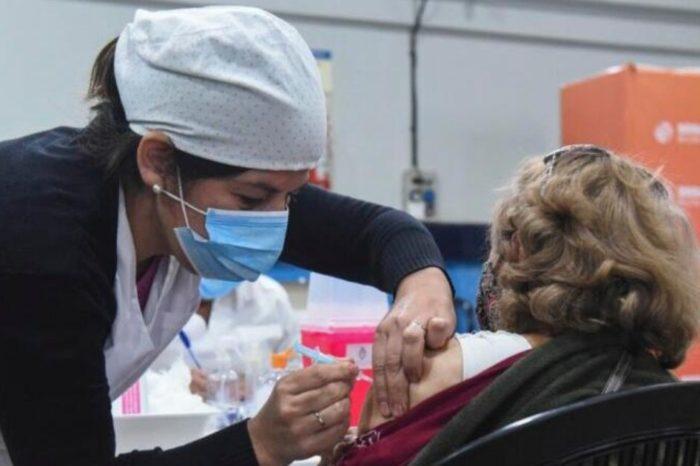 Mas de 420 mil docentes, no docentes y auxiliares de escuela fueron vacunados a nivel federal