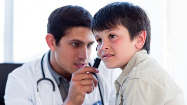 Preguntas y respuestas sobre los implantes cocleares. ¿Quien puede usarlos? ¿Como es la cirugia? ¿Cuanto se tarda en oir correctamente?