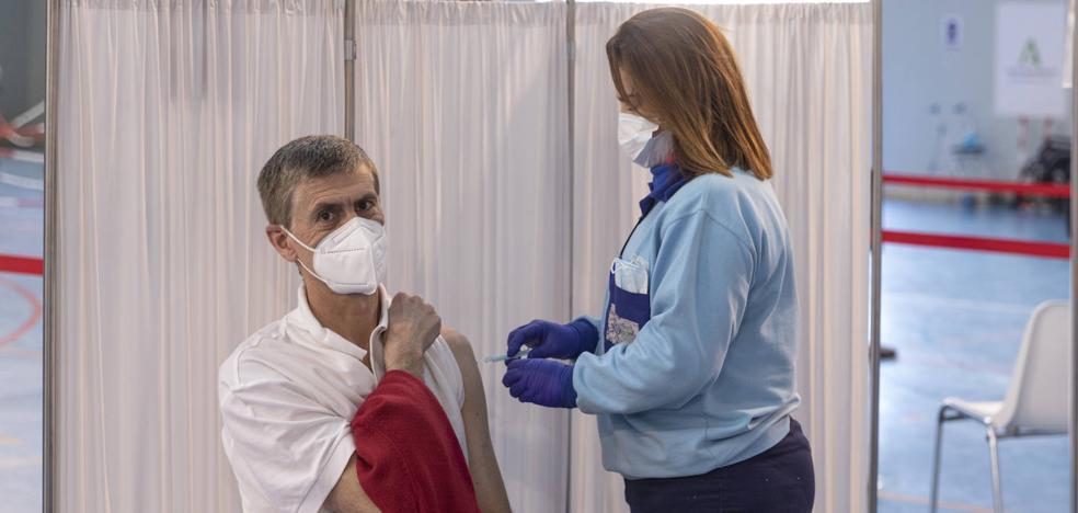 Sanidad notifica 590 fallecidos y la incidencia sube cuatro puntos