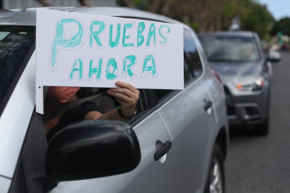 A 31 dias del toque de queda, los ciudadanos se tiraron a la calle para exigirle una mejor respuesta al gobierno. Las personas exigian pruebas masivas para garantizar la vida de las personas en Puerto Rico y detener el contagio.