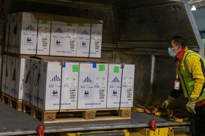 Llegan a Colombia 100 mil vacunas de Pfizer contra el coronavirus