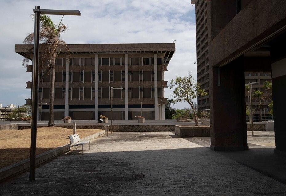 Parte de las ordenes ejecutivas de la gobernadora, se establecieron los cierres gubernamentales y privados como una medida para combatir los efectos del coronavirus y controlar los riesgos de contagio en la Isla.