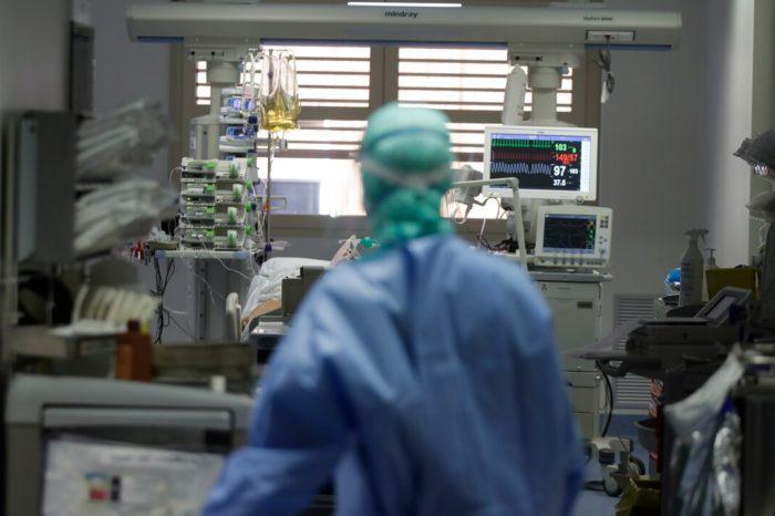 El total de hospitalizaciones por COVID-19 se eleva a 304, la cifra mas alta en tres meses