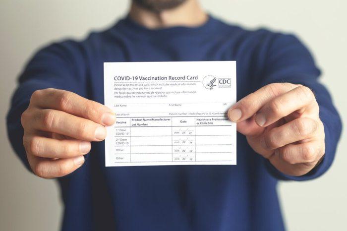 Senadores republicanos rechazan la implementacion de los pasaportes de vacunacion