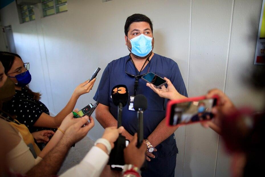 En Vieques, segun explico Mellado, la poblacion que podria recibir la vacuna es de 8,000. De estos, 3,626 ya recibio las dos dosis de la vacuna y 868 solo la primera dosis, para un 60%.
