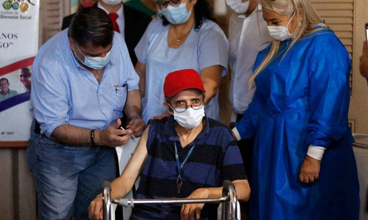 Paraguay suspende la administracion de la vacuna de AstraZeneca a personas menores de 55 años