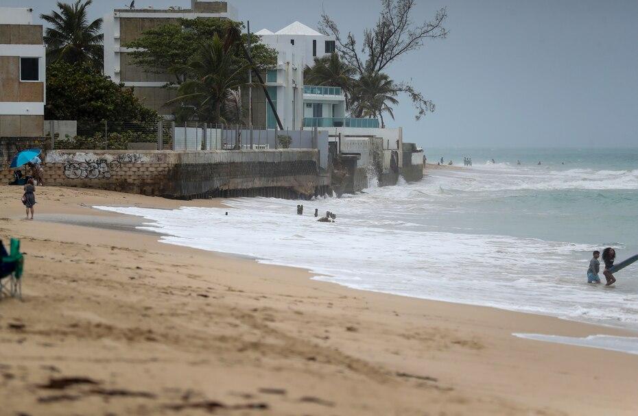 En esta imagen se observan las condiciones del mar en Ocean Park, San Juan.