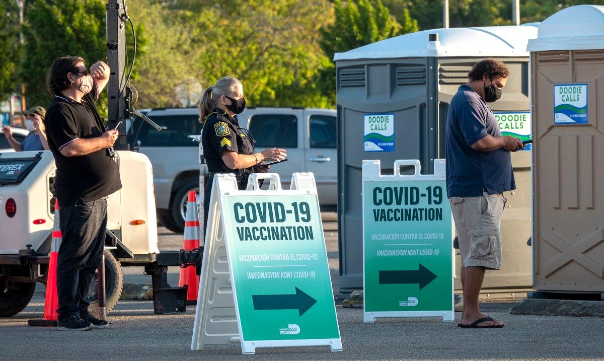 Florida elimina los limites de edad en la vacunacion de adultos contra el COVID-19