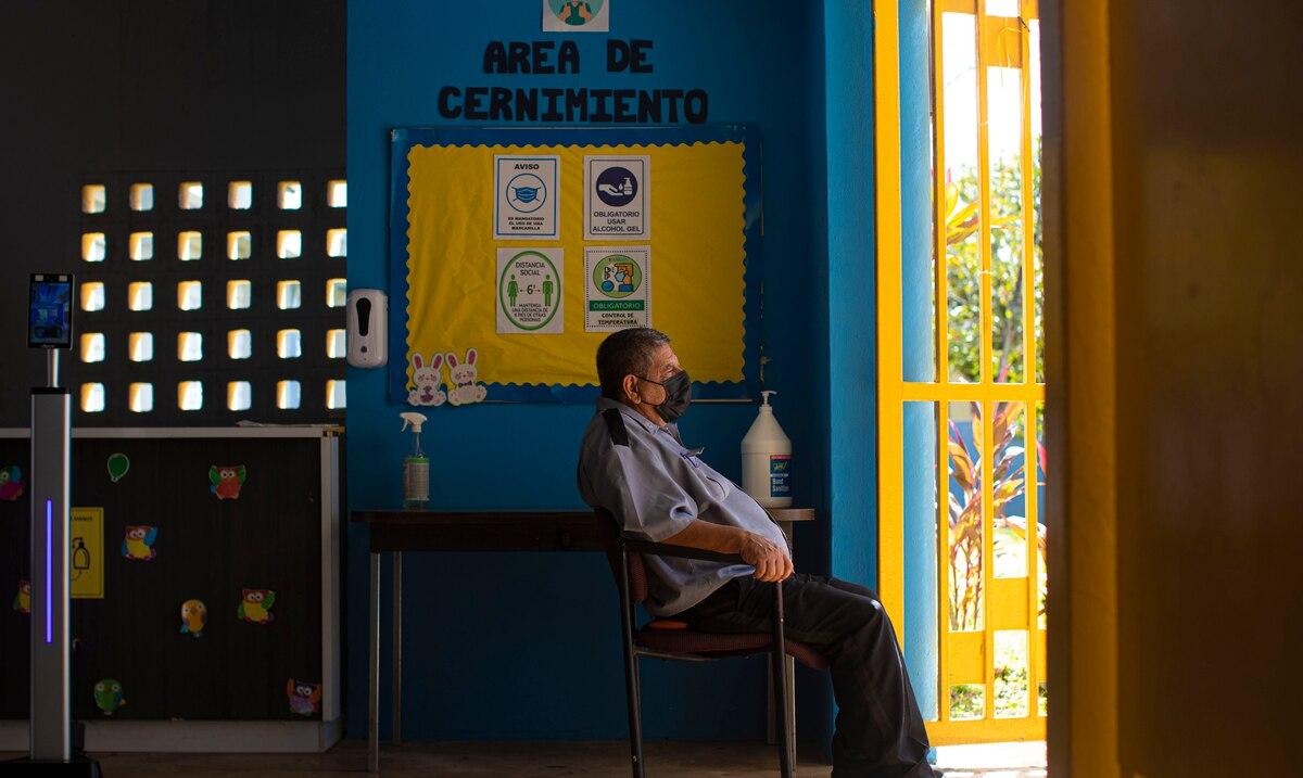 Un total de 37 escuelas publicas tendran que dejar de recibir estudiantes la semana que viene