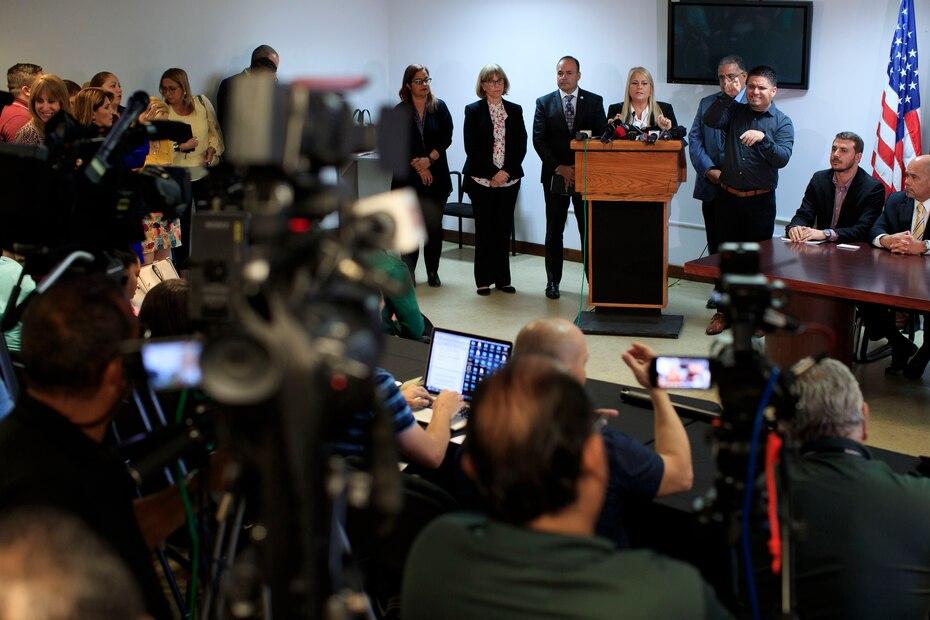 Vazquez anuncio la posibilidad de declarar la ley marcial para asegurar el cumplimiento del toque de queda como parte del estado de emergencia.