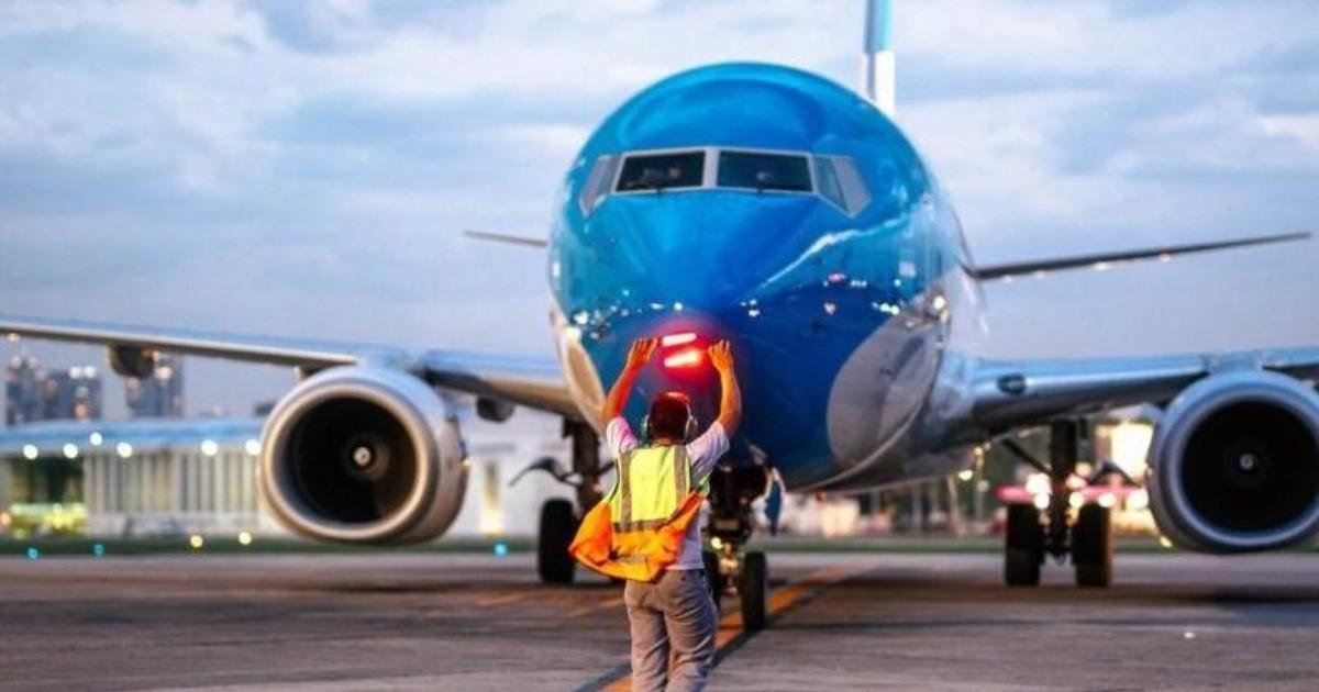 Aerolineas Argentinas traslada otros 7 vuelos de Aeroparque a Ezeiza por personal con coronavirus