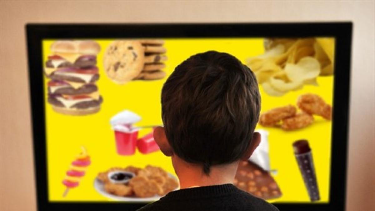 Nueve de cada diez anuncios de alimentos dirigidos a niños son de productos no saludables, segun la OCU