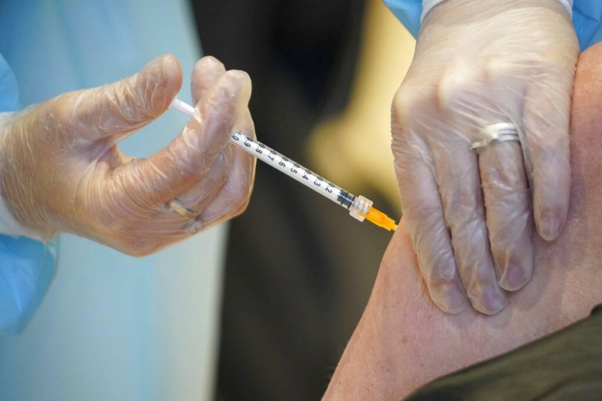 Estados Unidos se acerca a meta de 100 millones de personas vacunadas