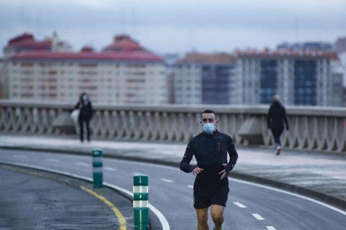 Correr con mascarilla es perjudicial para los sistemas respiratorio y cardiovascular, segun estudio