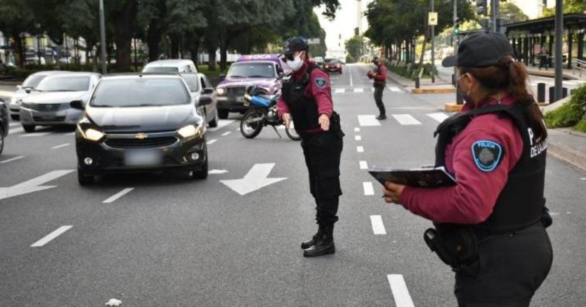 Fuerzas federales controlan la restriccion para circular en los accesos a la Ciudad de Buenos Aires