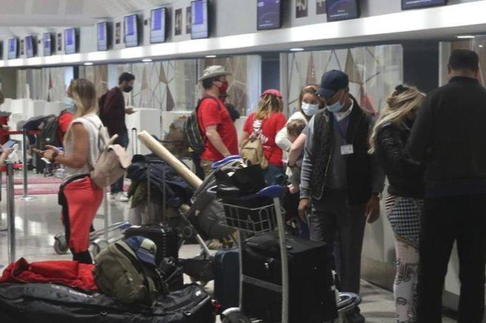 Un ferri y un avion repatrian a mil españoles desde Marruecos