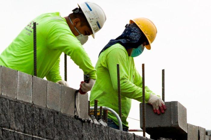 En marzo cayo la cifra de desempleados y se generaron 916,000 puestos de trabajo